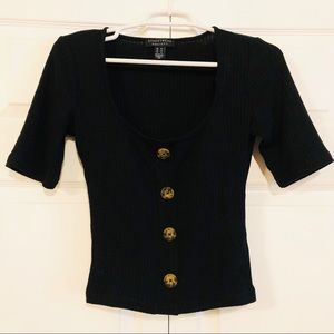 Tops - NWOT Ribbed Button Mid-Sleeve Crop Top
